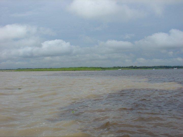 """Incontro das aguas"""". IL RIO BRANCO E IL RIO NEGRO SI INCONTRANO MA NON SI UNICSCONO: TEMPERATURE E COMPOSIZIONI CHIMICHE TROPPO DIFFERENTI"""