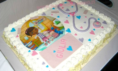 torta dottoressa peluche