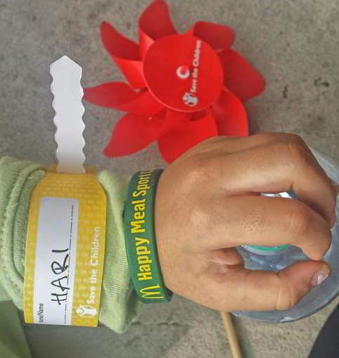 """Due braccialetti agli antipodi """"collezionati"""" a Expo dalla mia bimba"""