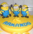 torta Minions in pasta di zucchero