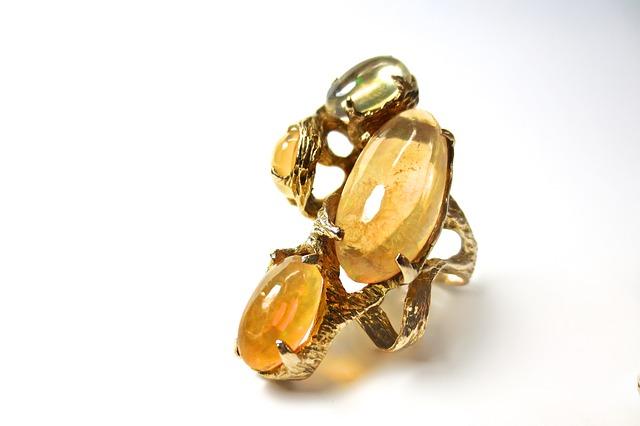 vendere anello con pietra
